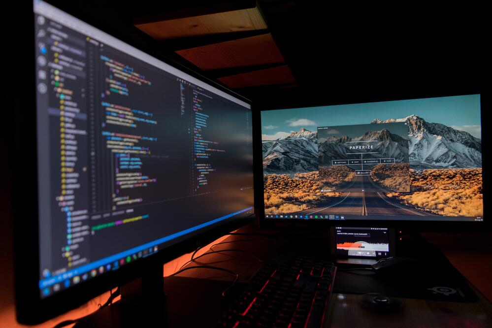 2 monitors, as a concept of software development process and of fixed vs hourly cost